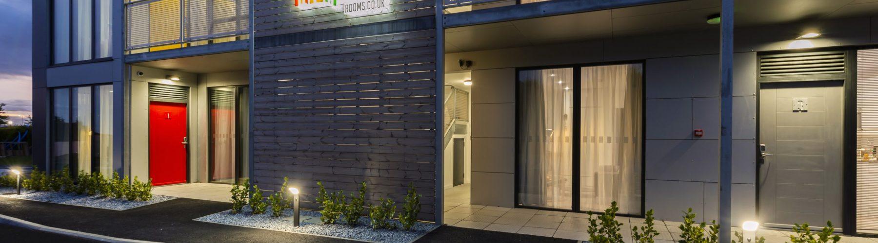 Apartrooms at night_17